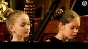 "Zongora duo "" Muzičke  Iskrice "" – Jelena Popović és Sara Jović"